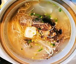 鲤鱼三吃之三:砂锅鱼头