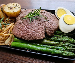 #餐桌上的春日限定#懒人食单·迷迭香牛排佐芦笋意面套餐的做法