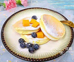 #换着花样吃早餐#享受不甜不腻的松软---平底锅版舒芙蕾松饼的做法