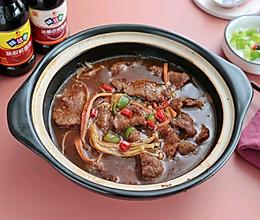 天凉必吃的金针菇牛肉煲的做法