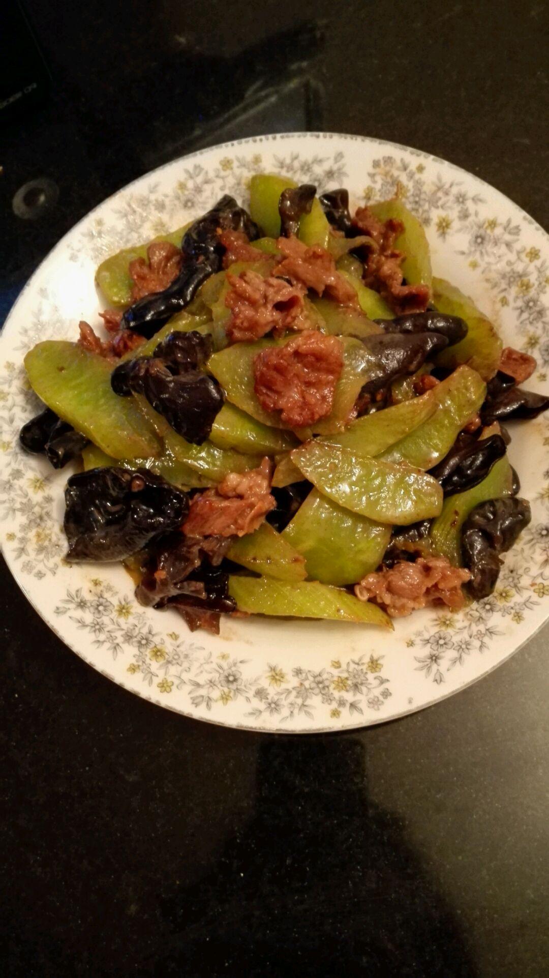 莴笋木耳炒肉的做法_莴苣木耳炒牛肉的做法_菜谱_豆果美食