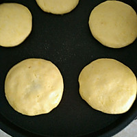 宝宝餐之玉米面豆沙饼的做法图解3