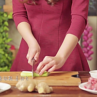 海带排骨汤——春天必学养生滋补汤品的做法图解3