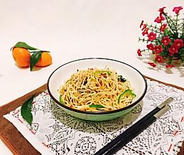 香辣平菇蔬菜炒面#10分钟早餐大挑战#的做法