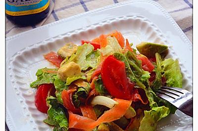 橄露Gallo经典特级初榨橄榄油试用之三文鱼牛油果蔬菜沙拉