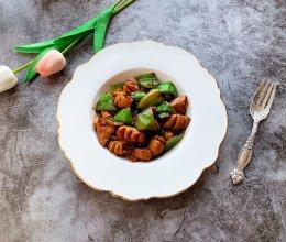 腊八蒜尖椒炒肥肠的做法