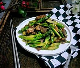 猪肉炒芦笋的做法