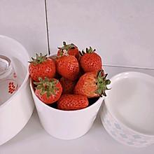 小朋友爱吃的草莓奶冻