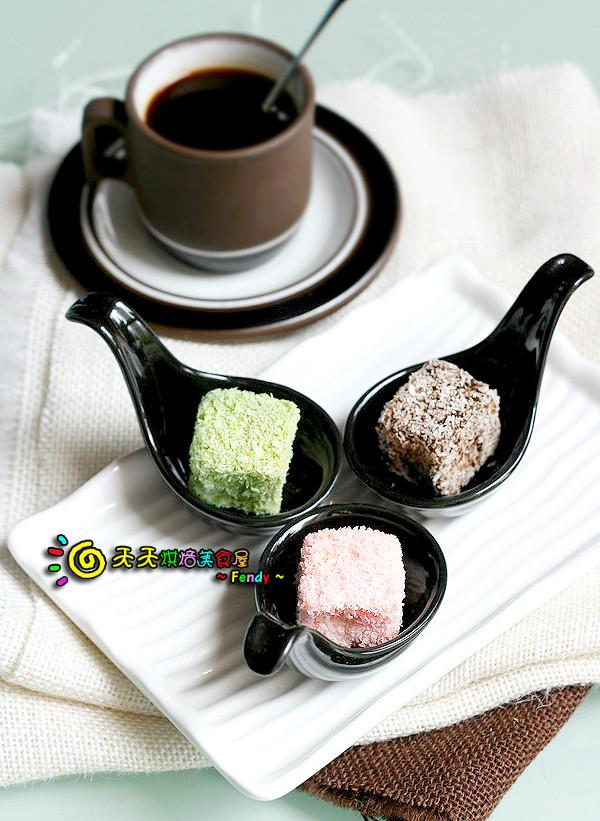 抹茶、草莓、巧克力林明顿蛋糕的做法