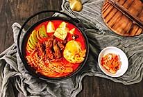 韩式辣白菜菌菇流心蛋肥牛锅 快手简单好做的家常菜汤锅的做法