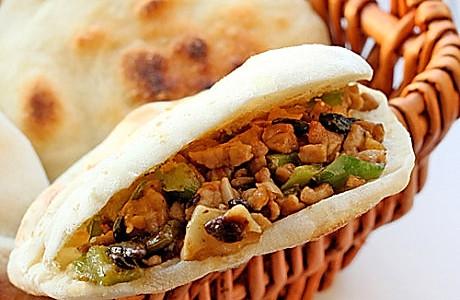 三伏天不想做饭时的简便一餐--青椒碎米肉夹馍的做法