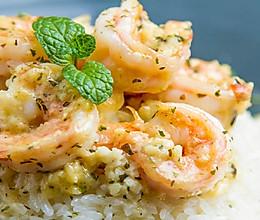 蒜香黄油虾盖饭的做法