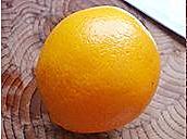 橙碗蒸蛋的做法图解1