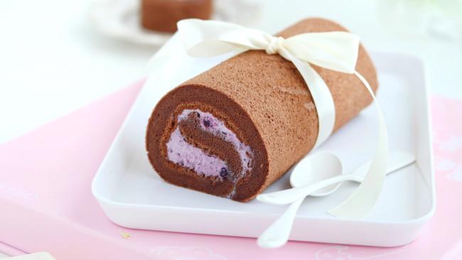#硬核菜谱制作人#蓝莓摩卡蛋糕卷的做法