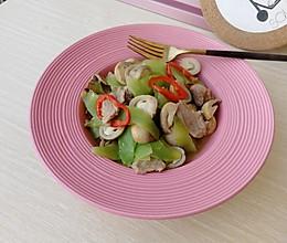#花10分钟,做一道菜!#草菇莴苣炒肉片的做法