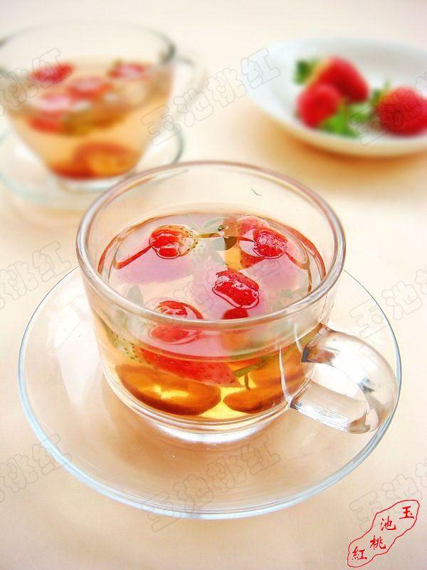 草莓山楂消脂茶的做法