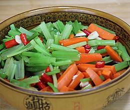 芹菜这样吃最解馋,逢年过节用它招待客人,开胃又下饭,比肉还香的做法