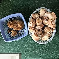 猴头菇烧鸡翅根的做法图解1