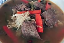 金针菇酸菜肥牛煲的做法