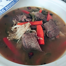 金针菇酸菜肥牛煲