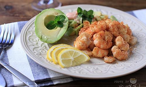 【牛油果虾仁配鸡尾酒酱】——西式大餐轻松做的做法