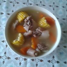 猪尾骨红萝卜玉米汤