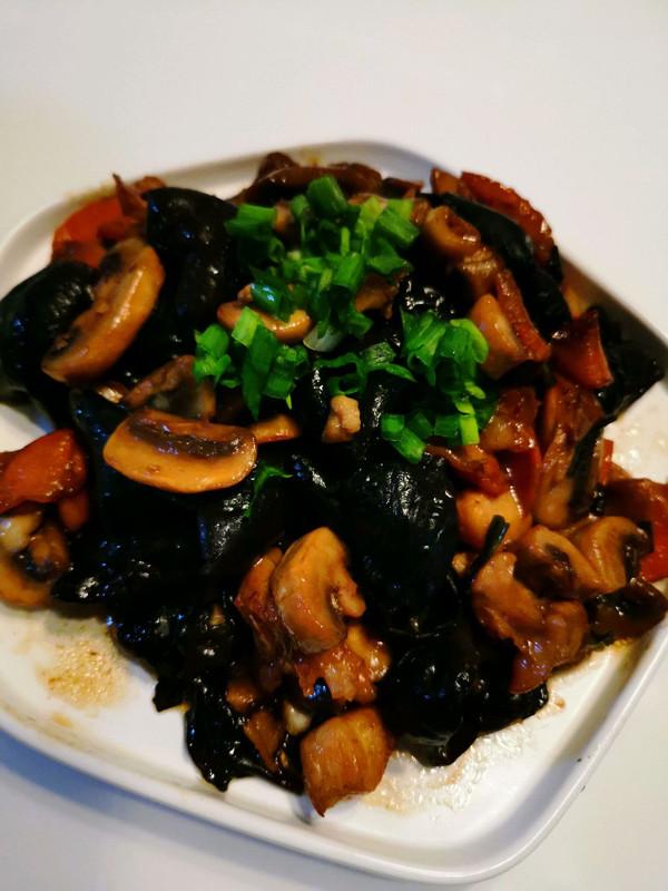 木耳鸡肉烧白蘑菇的做法