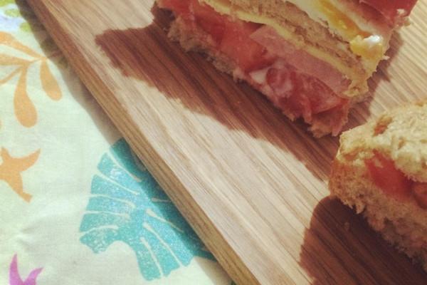 简单午餐三明治的做法