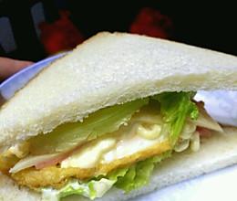 鸡蛋烟晕火腿三明治的做法