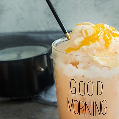 夏日顺滑香甜的奶茶布丁沙冰