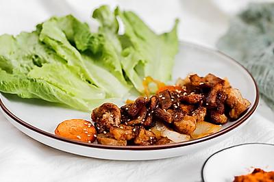 生菜配香烤五花肉