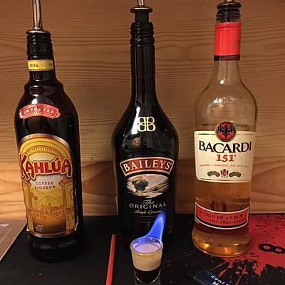 鸡尾酒 B52