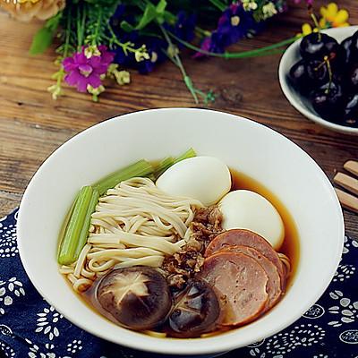 火腿鸡蛋汤面