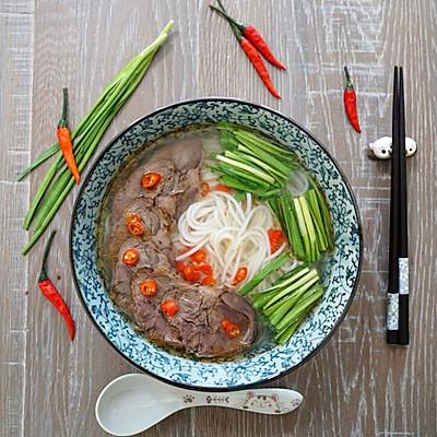 鲜椒牛肉米线
