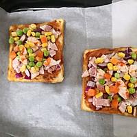 鲜虾培根吐司披萨的做法图解3
