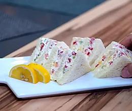每一口都有彩虹般的心情:水果缤纷三明治的做法