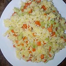黄瓜胡萝卜炒饭