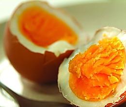 三步搞定金黄流油的咸鸡蛋(宿舍版)的做法