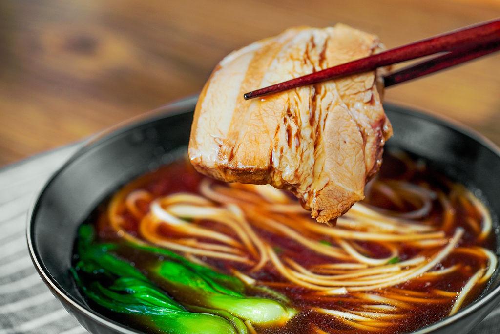 排骨的做法大全_焖肉面怎么做_焖肉面的做法视频_姜叔的日食记_豆果美食