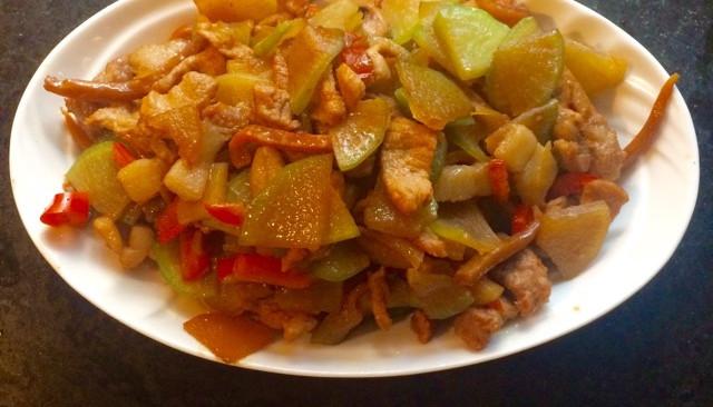 墨鱼干炒肉丝青萝卜的做法