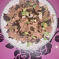 青豆木耳炒肉的做法图解1