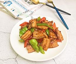 #就是红烧吃不腻!#五花肉炒辣椒的做法