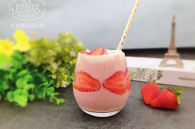 【美食魔法】白金级草莓奇异果思慕雪 美美又好喝
