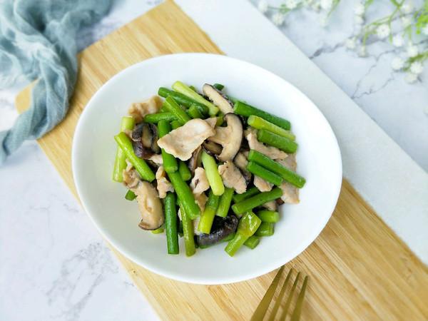 蒜头香菇炒肉片的做法