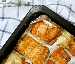轻松的美味——烤三文鱼骨的做法