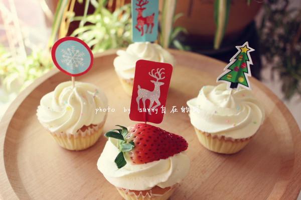 海绵纸杯蛋糕~圣诞节可爱小点心的做法