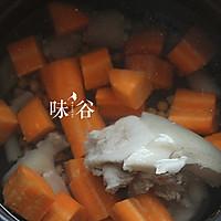 黄豆猪尾汤的做法图解5