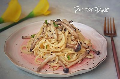 白汁蟹味菇拌意大利面
