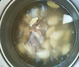 秋燥润喉雪梨汤的做法