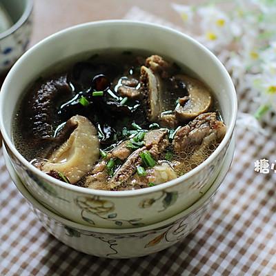 【菌菇排骨汤】